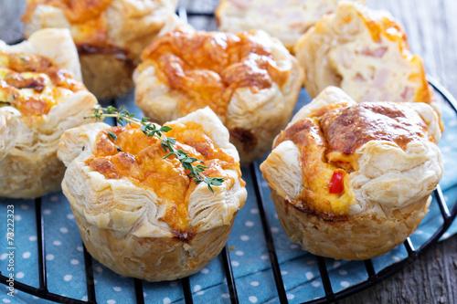 Mini quiche with puff pastry - 73222323