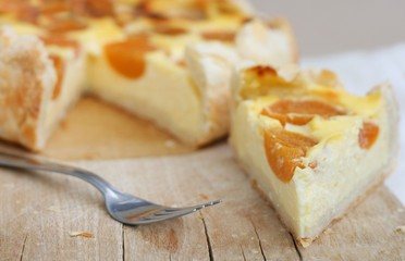 Cottage cheese cake with apricot slices and puff pastry