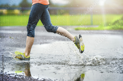Girl of woman running in rainy weather - detail - 73232731