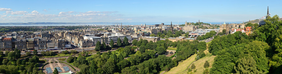 Edinburgh cityscape panorama