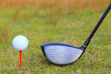 ドライバーとゴルフボール