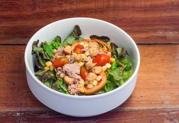 Salad with fresh tuna