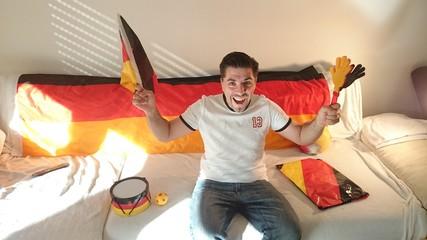 Deutscher Fußballfan freut sich