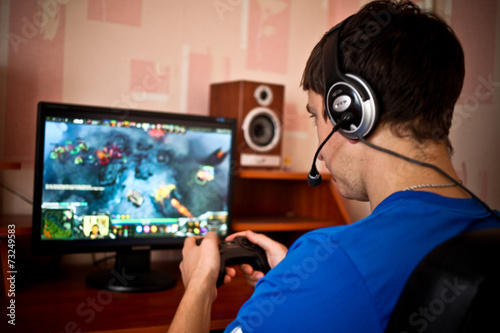 Man playing a computer games - 73249583