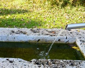 Fließendes Wasser draußen
