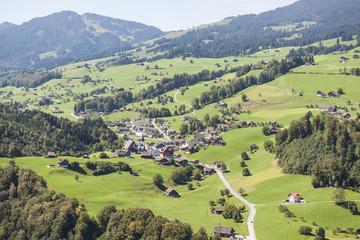 Dorf Stalden ob Sarnen im Kt. Obwalden, Flugaufnahme