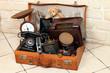 alter Lederkoffer voller antiker Gegenstände - 73257559