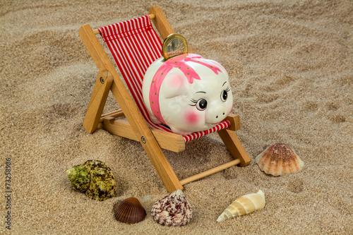 canvas print picture Liegestuhl mit Sparschwein und Euro