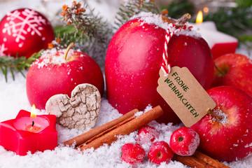Frohe Weihnachten - Apfel, Zimt und Adventskerzen