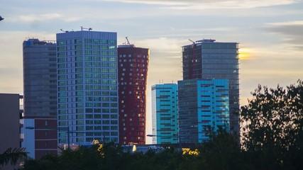 Rascacielos negocios hotel Barcelona Time-lapse atardecer