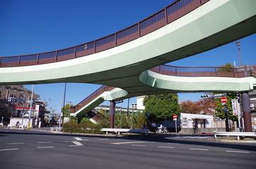 交差点の歩道橋
