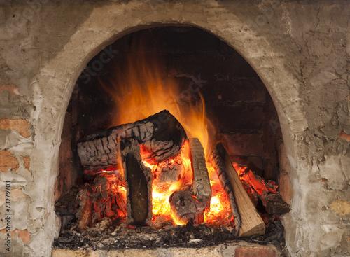 In de dag Vuur / Vlam Cozy blazing fire in fireplace