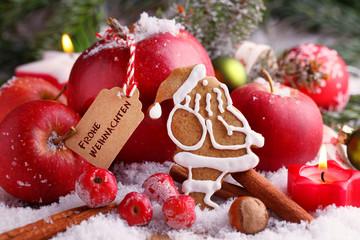 Weihnachten mit Apfel, Nuss und Weihnachtsmann