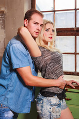 Attraktives junges Paar in einer Beziehung