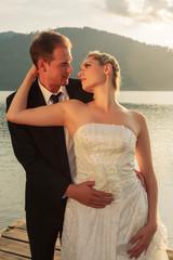 Stimmungsvolles Bild eines Jungvermählten Brautpaares