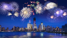 Fotomurales - New York skyline at night with fireworks