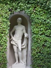 Skulptur eines Jünglings von Efeu umrankt, Belvedere Wien