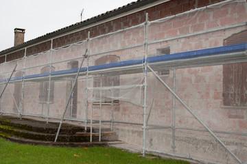 Façade d'une maison en pleine restauration