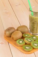 Kiwi smoothie and kiwi