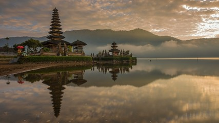 Sunrise Time Lapse at Pura Ulun Danu Bratan, Bali