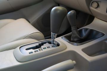Automatic transmission gear shift