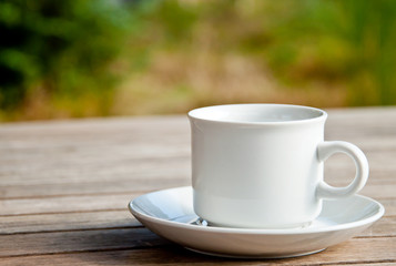 Tasse auf Holztisch