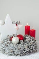 Luxus Advent Dekoration Herz und rote Kerzen
