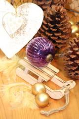 Weihnachtszauber in lila und gold