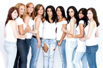 Frauengruppe im Studio
