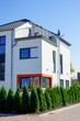 canvas print picture - Zweistöckiges Wohnhaus, originelles Fensterdesign