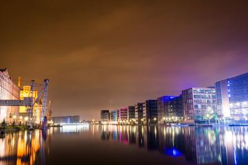 Duisburg Innenhafen bei Nacht