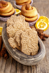 Bowl of speculaas biscuits