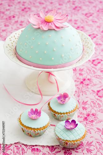 canvas print picture Cupcakes und Kuchen mit Fondant und Zuckerblüten