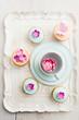 Cupcakes mit Fondant und Zuckerblüten