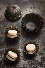 Macarons in alten Backförmchen