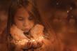 Mädchen pustet Sterne