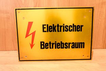 Elektrischer Betriebsraum Schild