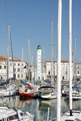 Phare blanc de La Rochelle, port de plaisance (France)