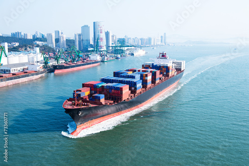 Large container ship - 73360771