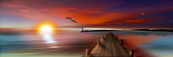 Sonnenuntergang am Bootssteg mit Leuchtturm und Möwen