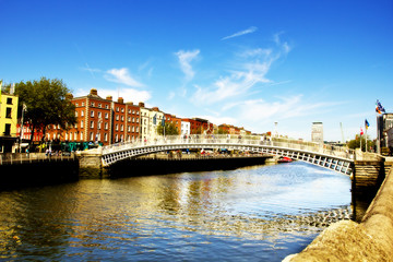 Ha'penny Bridge, Liffey river, Dublin city center.