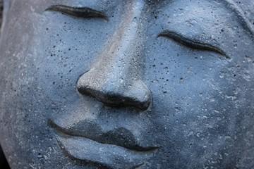 Buddha Gesicht grau Stein geschnitzt Indonesien lächelnd