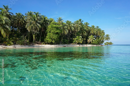 Fotobehang Centraal-Amerika Landen Pristine Caribbean island in Panama