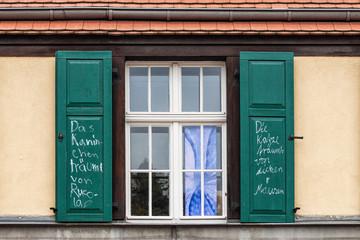 Fenster mit Fensterladen
