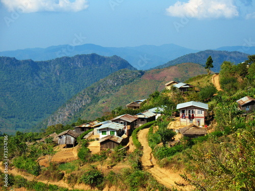 Fotobehang Heuvel Village on the way from Kalaw town to Inle Lake in Myanmar
