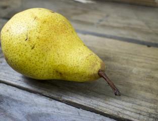 Una pera su legno