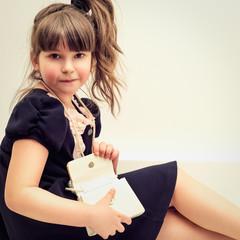 Портрет маленькой красивой девочки