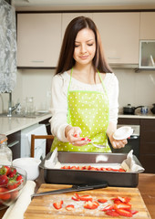 girl  cooking strawberry pie