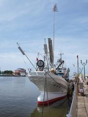 釧路川の漁船