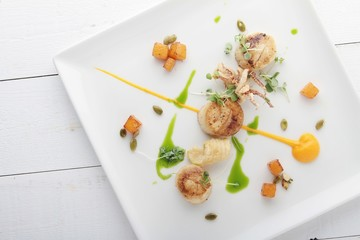 pan fried scallops plated meal appetizer starter